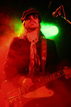RIVAL SONS - LEEDS METROPOLITAN UNIVERSITY-13TH APRIL 2013 (21)