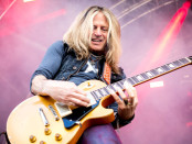 The Dead Daisies 2016 fi Doug Adrich